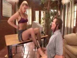Pornstar Darryl Hanah wants her ass worshipped