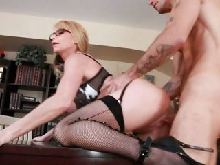 Big titted Taylor Wane loves getting fucked from behind