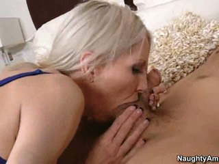 Sizzling hot Emma Starr stuffs her mouth with a thick shaft and enjoys it