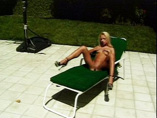 Blonde hussy fingers pussy under UV rays