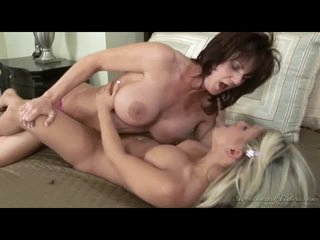 Young blonde gets to lick pussy of Deauxma