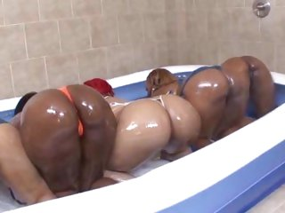 Vanilla Red and friends oil up for an orgy